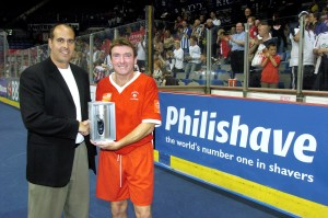 Football - Masters Football Tournament - Group 5 Sheffield Masters 11/7/04 - Hallam FM Arena, Sheffield - 11/7/04 John Durnin - Liverpool receives an award from Philishave Mandatory Credit: Action Images / John Sibley