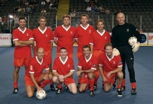 Football - Masters Football - Final - Manchester Evening News Arena - 8/9/02 The Liverpool Masters team lines up Mandatory Credit:Action Images / Darren Walsh